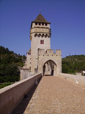 cahors bridge Lot self guided hiking in Lot France